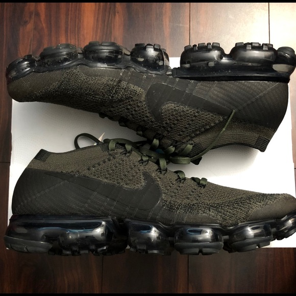 feaaaf32e5 Nike Shoes | Air Vapormax Flyknit Sneakers 12 | Poshmark